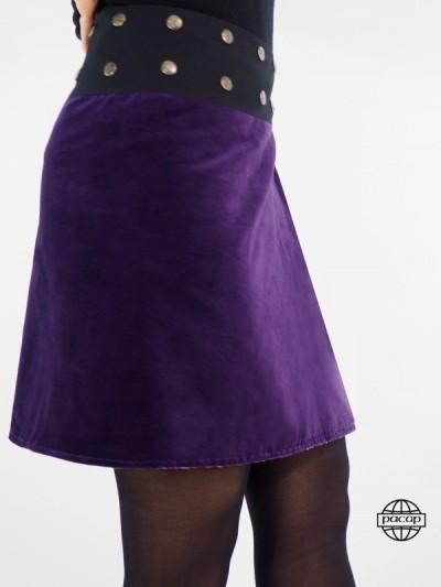 jupe bleu en velours pour femme porter avec des collant coupe légèrement évasée ventre plat