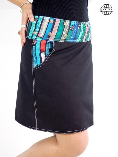 Skirt with visible sewing