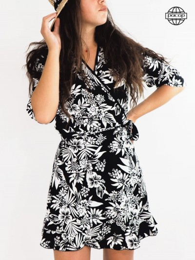 Robe blanche, robe noire, robe portefeuille, robe courte, robe à nouer, robe mini, robe manches mi-longues