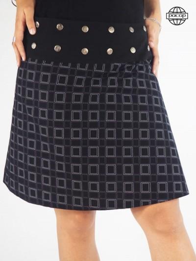 Jupe Moyenne Noire Réversible à Imprimé Géométrique et Floral Large Ceinture Noire Boutonnée Femme Eté